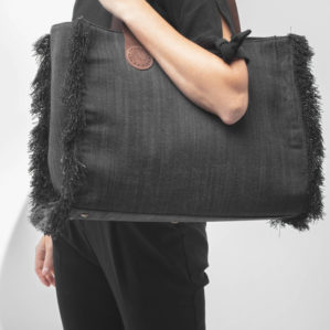 Of draag deze April&October bag Large in Black Jeans eens over je schouder, ook leuk!