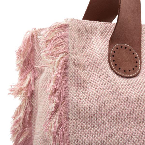 Deze stoere franjes van de Belle Large in Soft Pink zijn een tikkeltje eigenwijs.