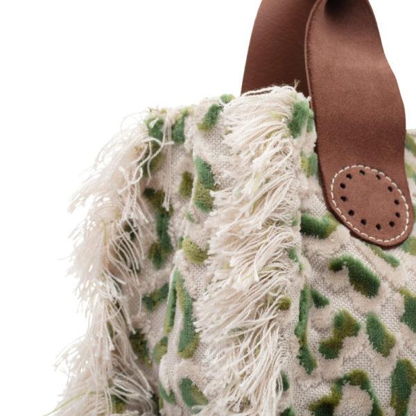 De Belle Green Leopard is ook in details.