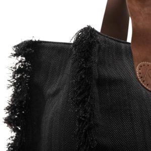 Zie hier de stoere franjes van de Belle Large in Black Jeans.