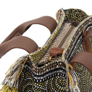 Een prachtige stoffen tote bag in Close-up van de Belle Oro Circle Black.
