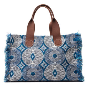 De Belle Large in Blue Circle is gemaakt van luxe stof met leren handvatten en franjes.
