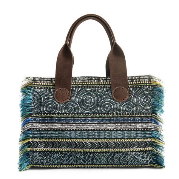 Deze prachtige stof heet Oro Cicle Blue en is vrouwelijk en erg stijlvol.